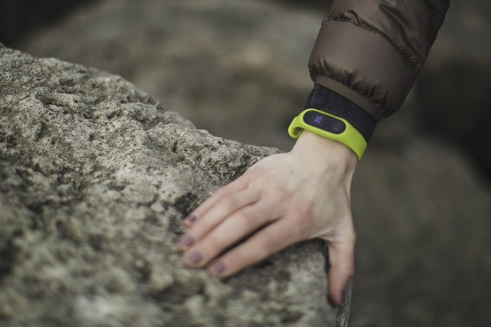 green-band-exercise-tracker-fitness-health-f