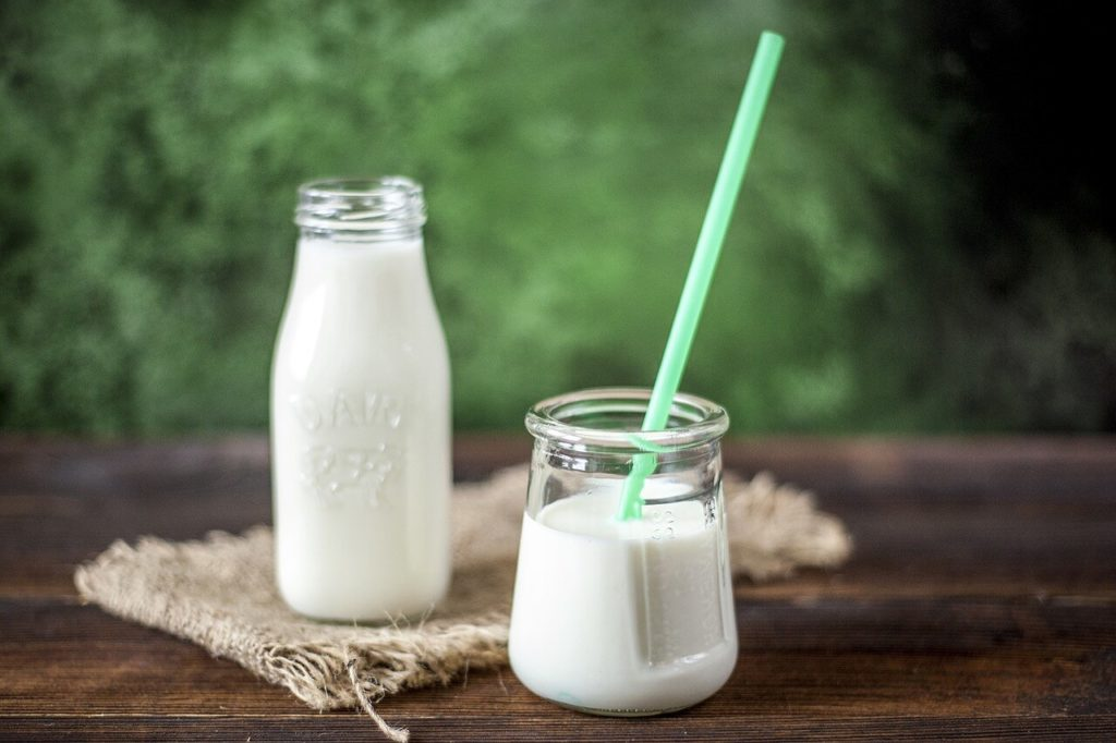 milk-with-straw