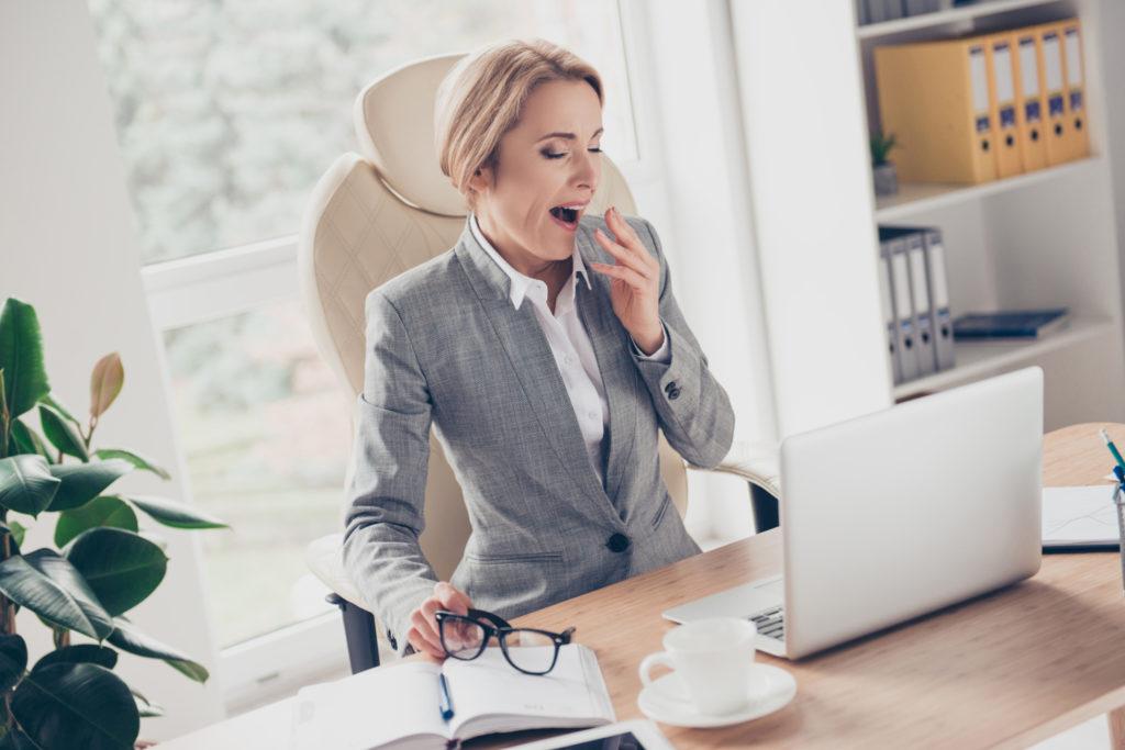 lady-at-desk-yawning